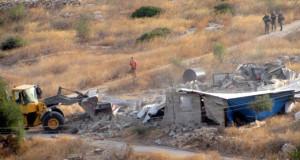"""הריסת מבנה באל-עקבה (צילום: עארף דראר'מה, """"בצלם"""")"""